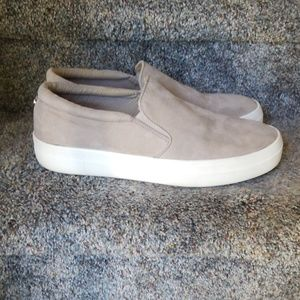 Steve Madden Gills tan suede slip on shoe